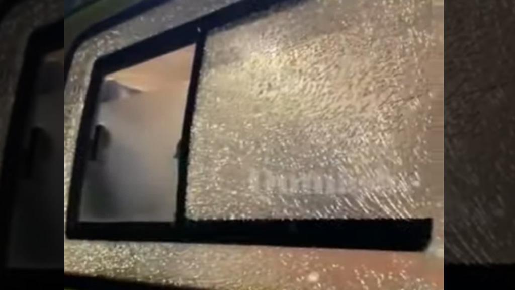 В Акмолинской области машину скорой обстреляли на дороге