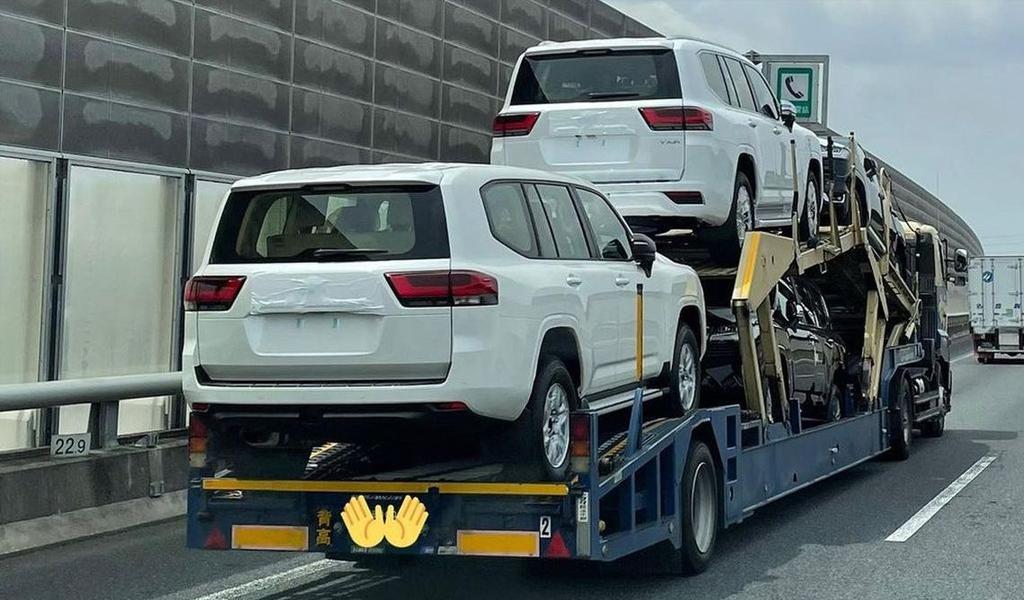 Опубликованы новые фото Toyota Land Cruiser 300