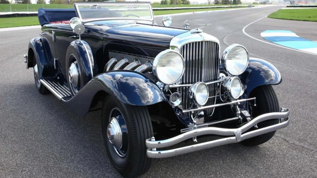 Старый американский кабриолет продали почти 97 млн рублей