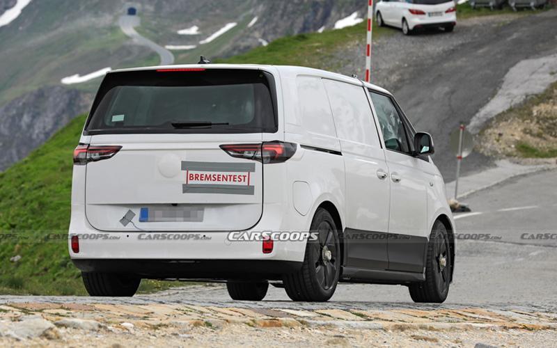 Новый минивэн Volkswagen - вид сзади