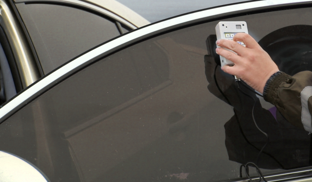 Крымчанина арестовали на 5 суток за отказ снять тонировку