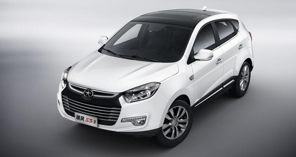 Российский рынок покинул еще один китайский автомобиль