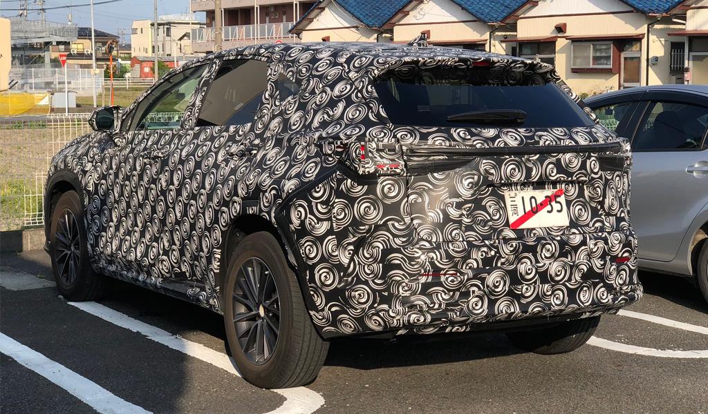 В сети появилось новое фото Lexus NX следующего поколения