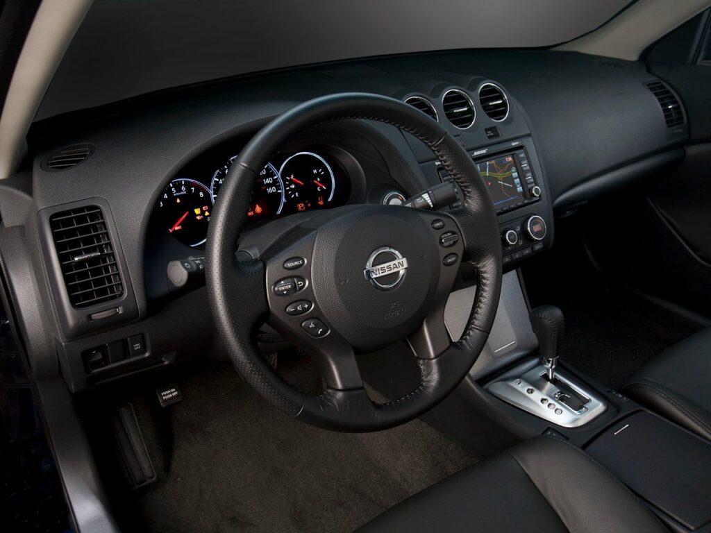 Салон Nissan Altima