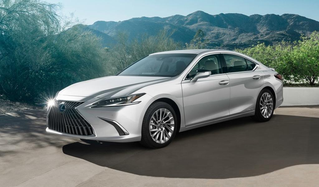 Lexus представил обновленный ES. Седан появится и в России