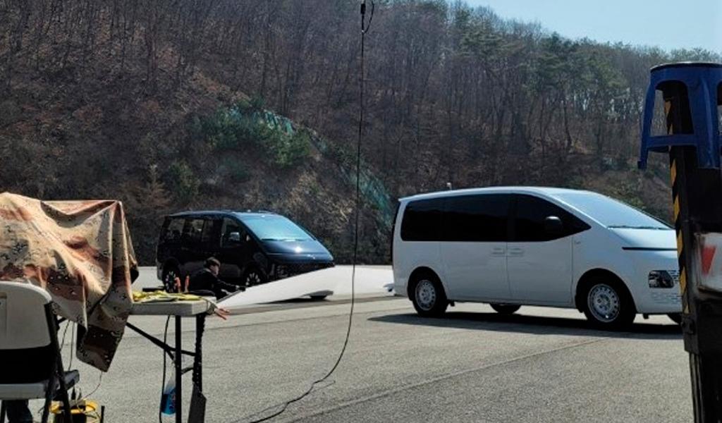 В сети опубликовали «шпионское» фото нового минивэна Hyundai Staria