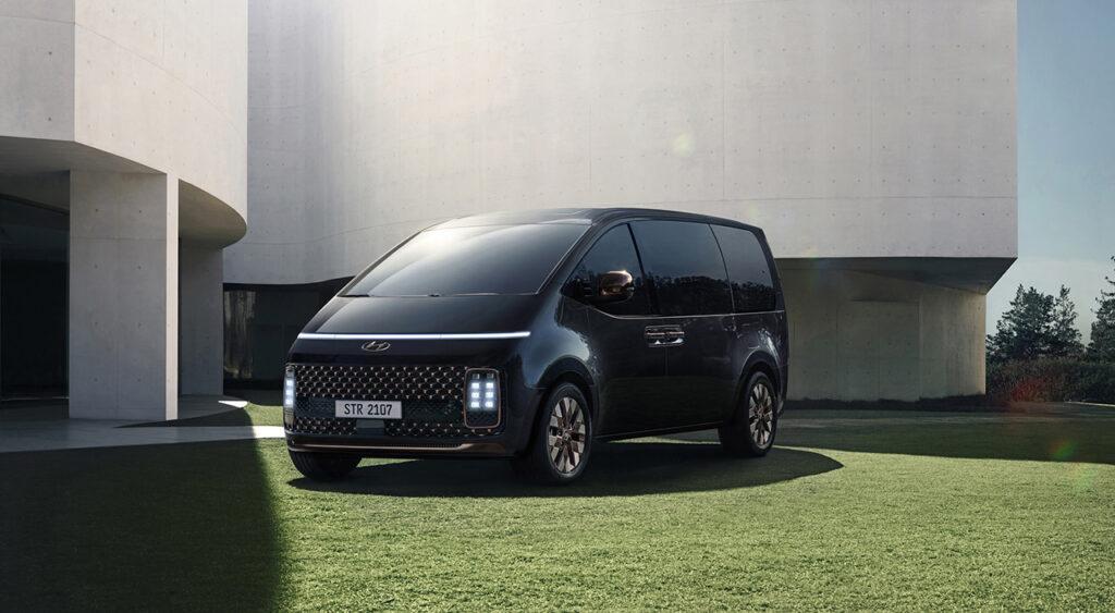 Стало известно, когда в России появится новый минивэн Hyundai Staria