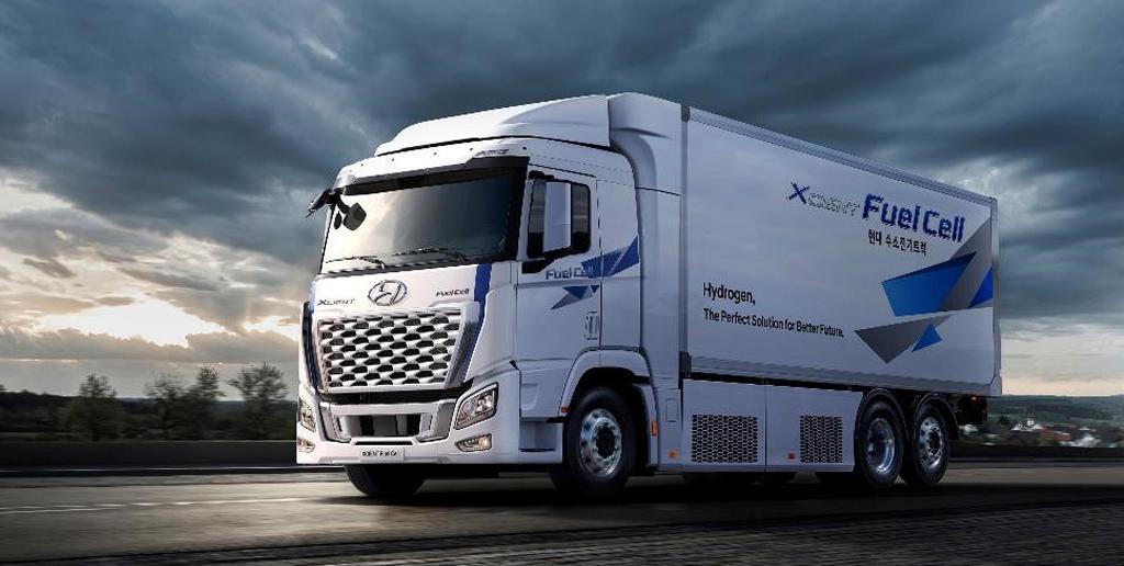 Hyundai представила первый в мире тяжелый грузовик на водородном топливе