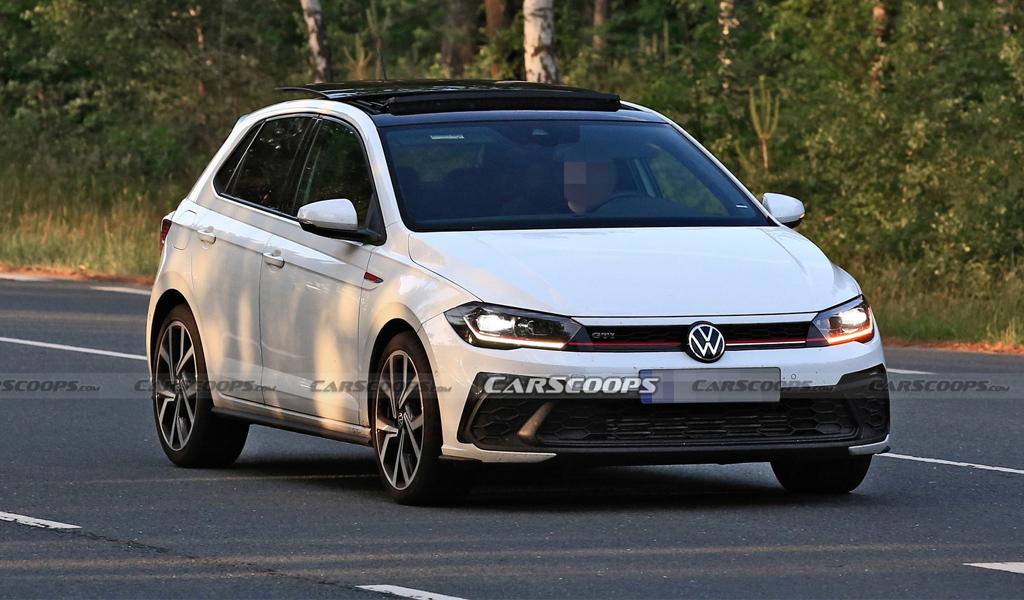 """Появились """"шпионские"""" фото обновленного Volkswagen Polo GTI"""