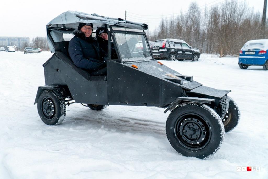 В России два школьника построили автомобиль, потратив 28 000 рублей