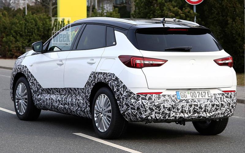 Рестайлинговый Opel Grandland - вид сзади