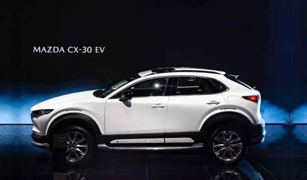 Mazda представила электрическую версию кроссовера CX-30