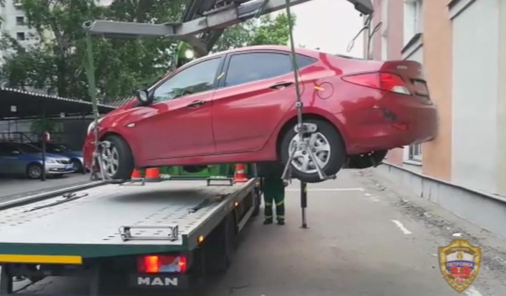 В Москве забрали автомобиль, водитель которого накопил штрафов на 1,2 млн рублей