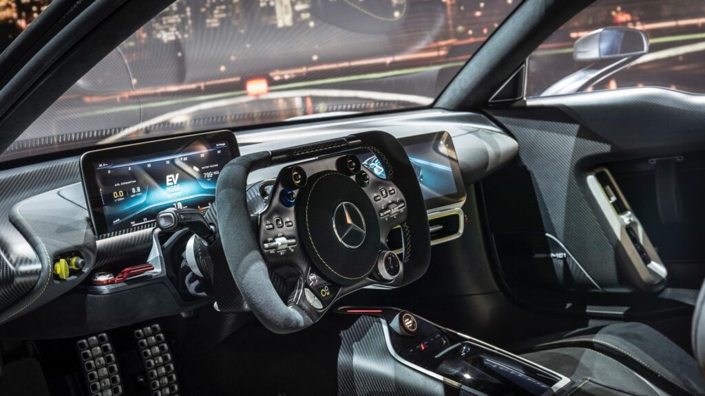 Салон Mercedes-AMG Project One