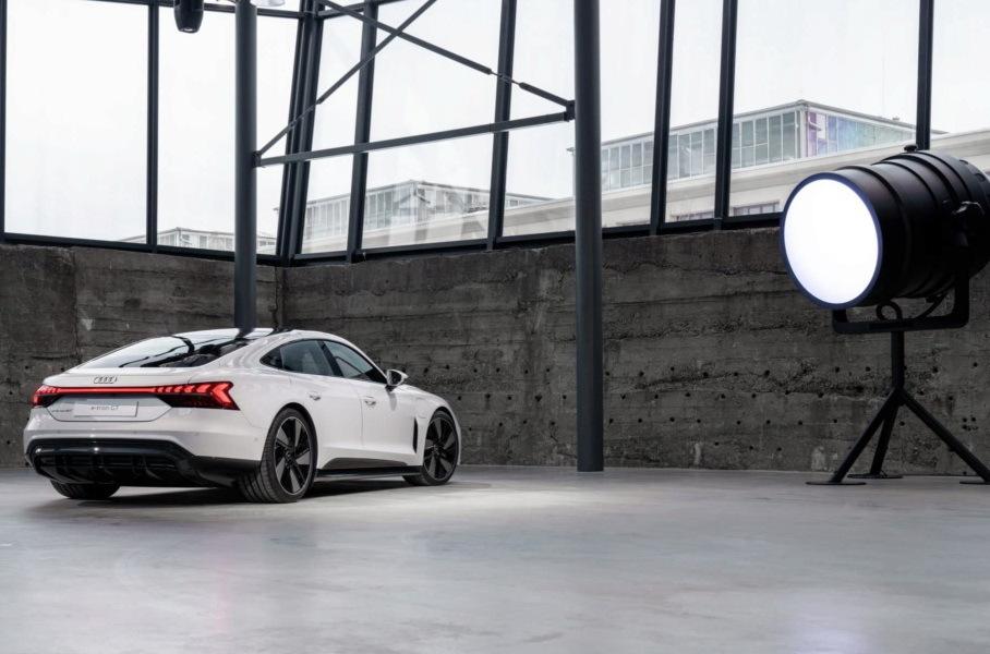 Audi e-tron GT вид сзади