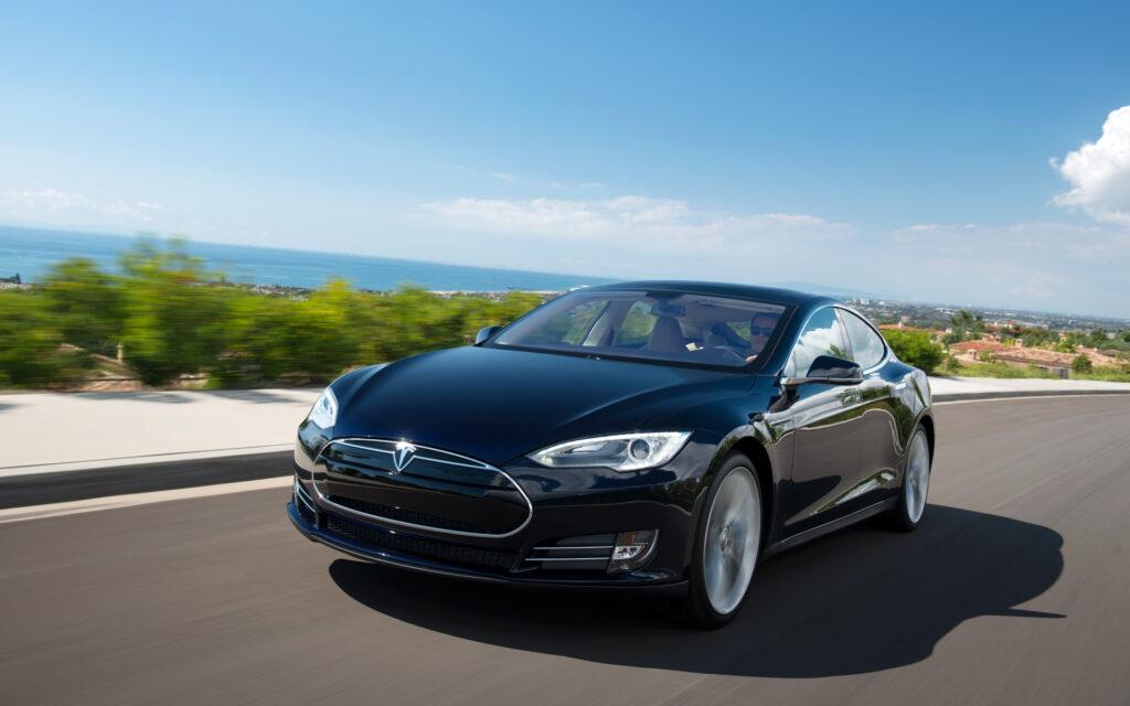 Обычно в Tesla использовались аккумуляторные батареи пальчикового типа, такой же вариант и был представлен на снимках канадского издания, поэтому вполне вероятно что это они и есть