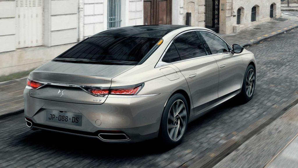Новый седан снабжен целым пакетом электронных водительских помощников