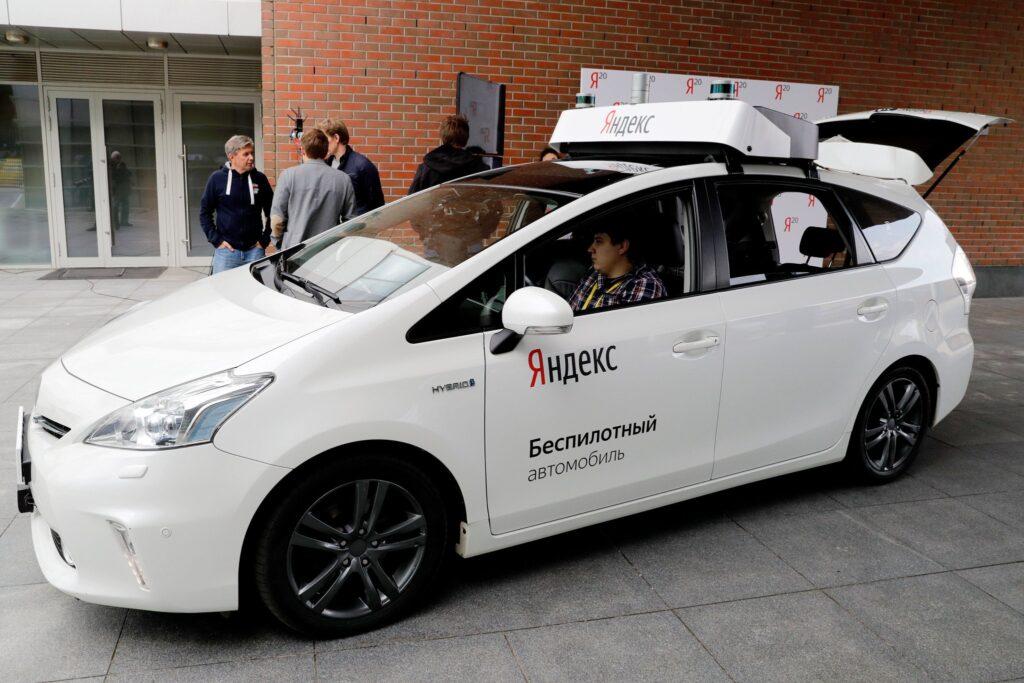 По заявлениям Министерства транспорта России уже к 2024 году планируется выпуск беспилотных автомобилей, без нахождения в них испытателей, на дороги общего пользования