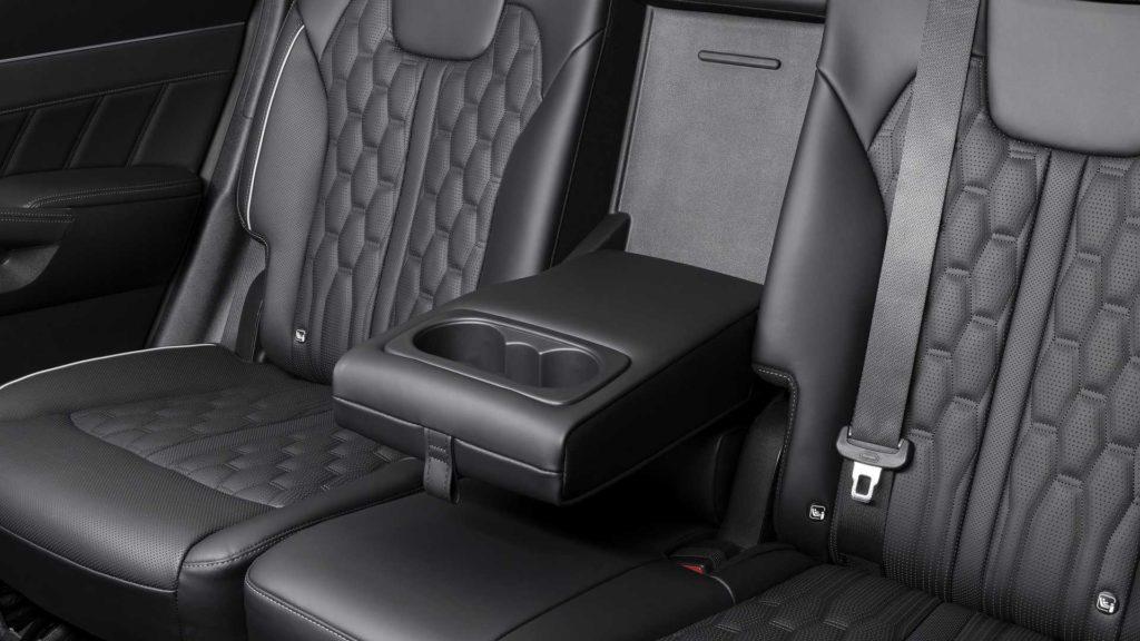 В пакет базовых опций нового поколения Kia Sorento входит беспроводное зарядное устройство для гаджетов