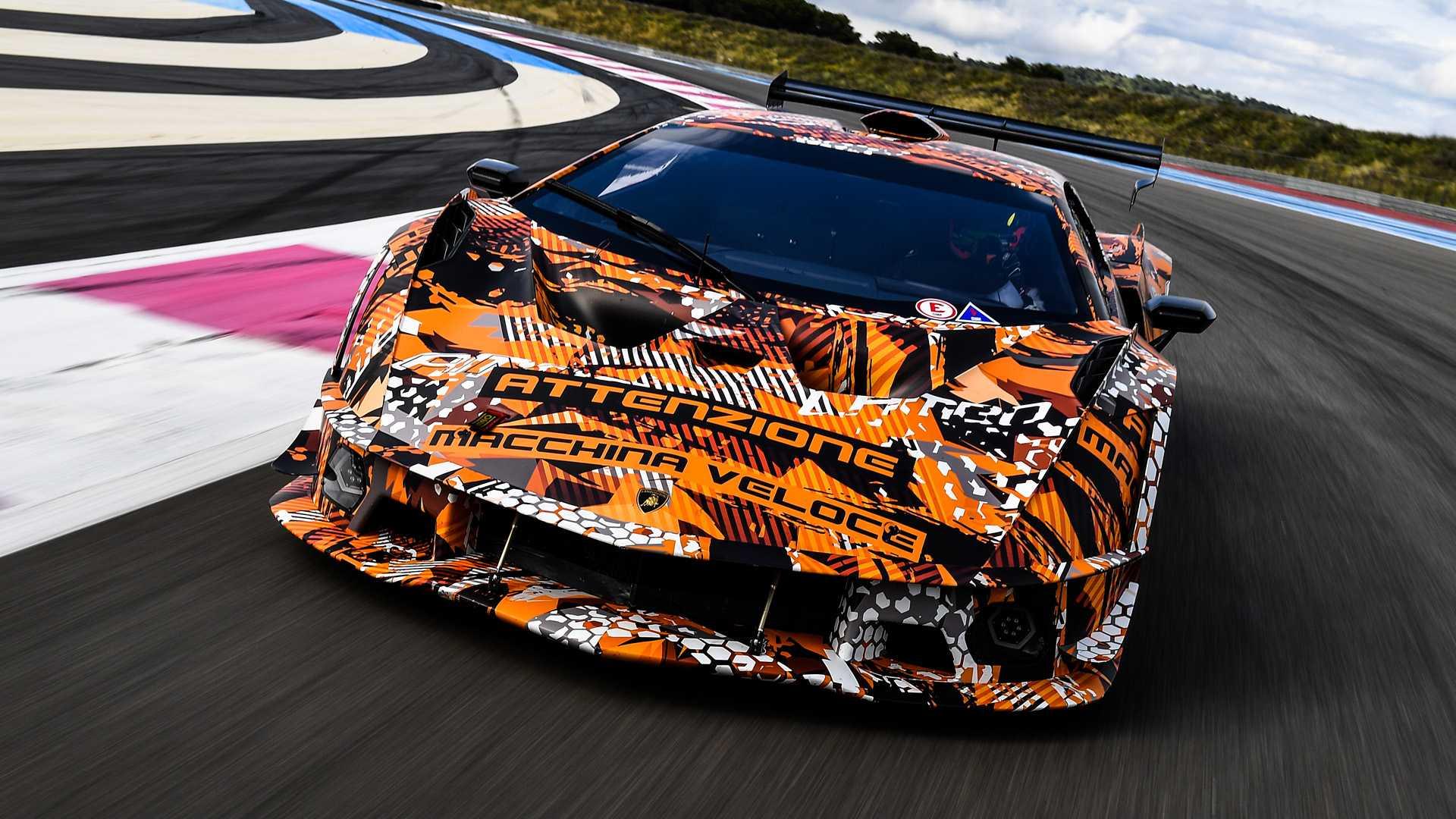 Опубликовано первое фото нового суперкара Lamborghini