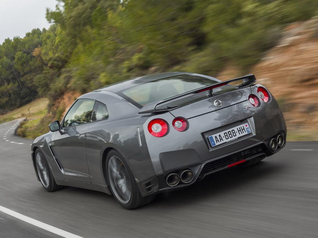 Однако на данный момент известно, что второе поколение Nissan GT-R все-таки будет, причем ожидать дебют новинки можно уже в течении ближайших двух лет