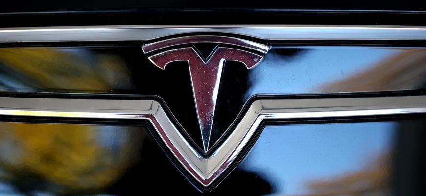 Tesla продолжает быть прибыльной
