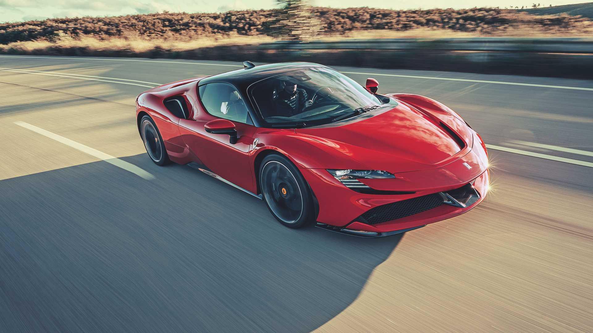 Старт производства мощнейшего супергибрида от Ferrari переносится