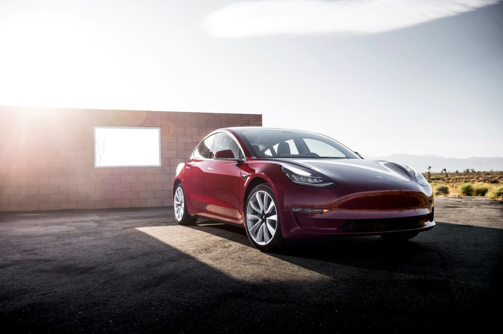 Поэтому до конца не понятно, увеличили ли в Tesla размер самих аккумуляторов, либо присвоили собственным разработкам другую маркировку