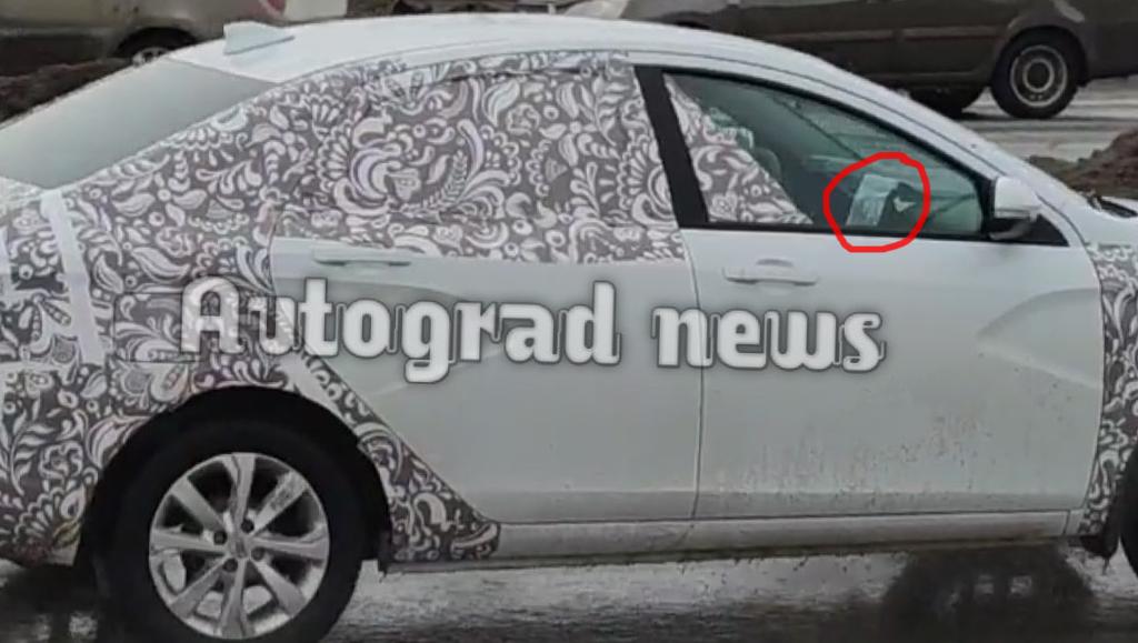 Очевидцы сфотографировали вертикальный планшет в обновленной Lada Vesta