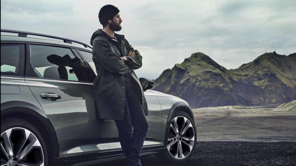 От обычных машин данной версии «юбилейные» машины будут отличиться особым черным оформлением экстерьера, а также иным комплект дисков в индивидуальном дизайне, размером от 19 до 21 дюйма.