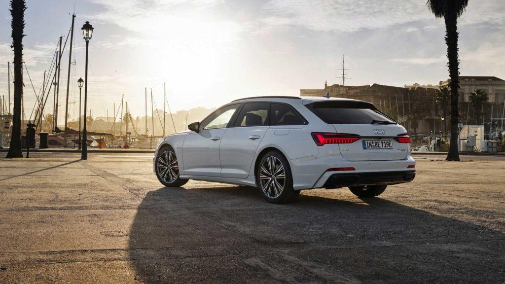 В октябре прошлого года на рынке Германии поступил в продажу гибридный седан А6, сейчас же к нему добавился и кузов универсал