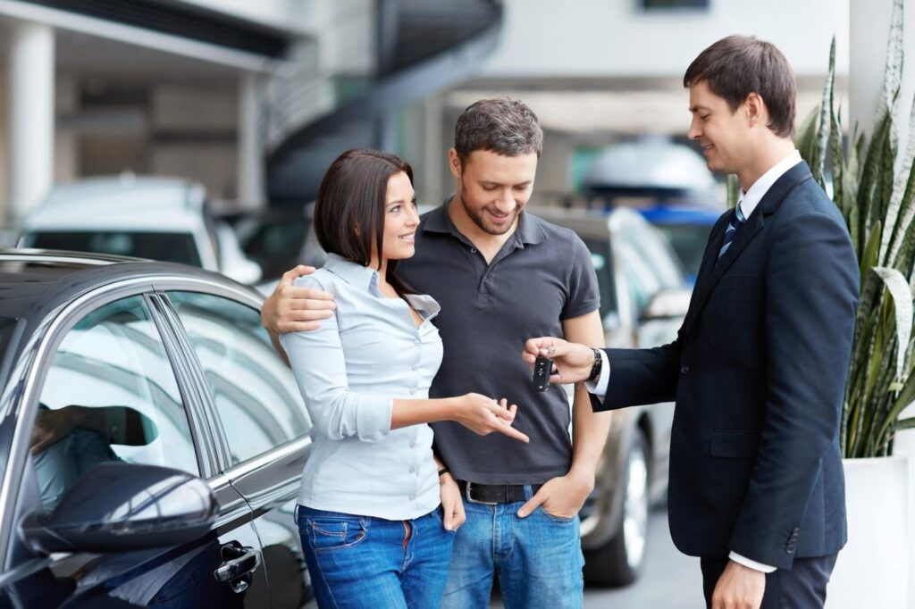 Уже в 42 регионах России на сегодняшний день возобновлена работа салонов по продаже автомобилей