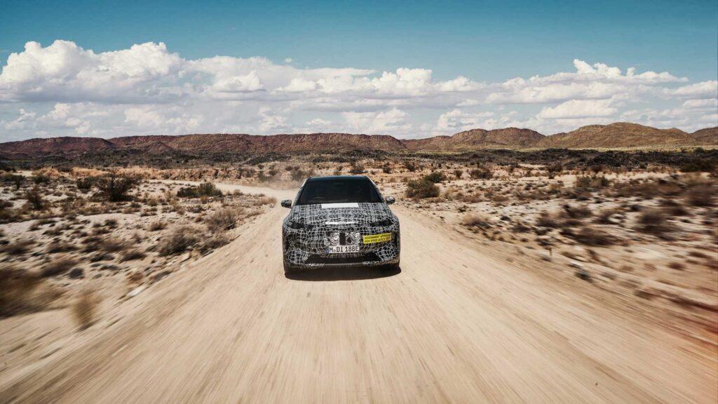 По габаритам новый BMW iX должен будет занять место в линейке между кроссоверами Х3 и Х5