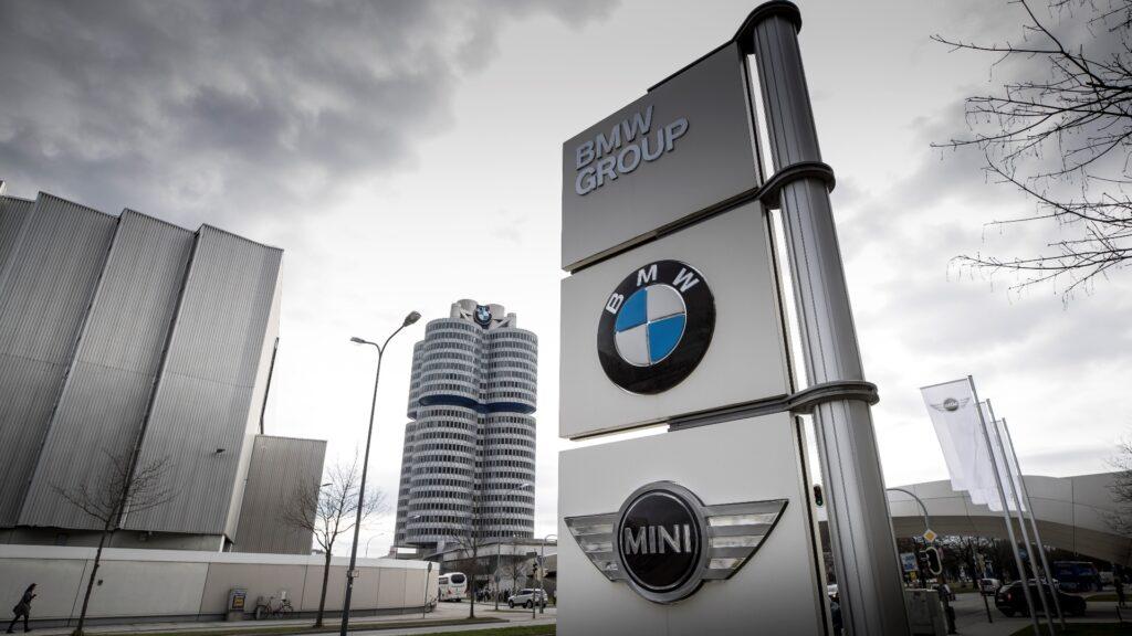 «Бронзу» и одиннадцатое общее место занял главный их конкурент – баварская компания BMW с оценкой в почти 39.8 миллиарда долларов