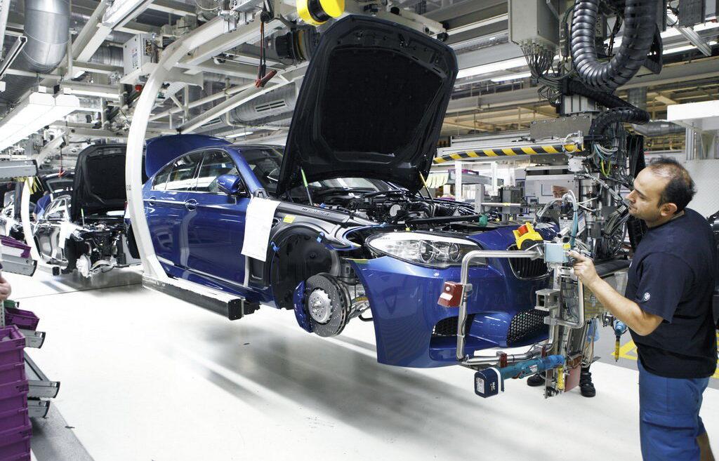 В связи с оптимизацией деятельности и сокращением расходов компания BMW вынуждена будет сократить до 6 000 сотрудников