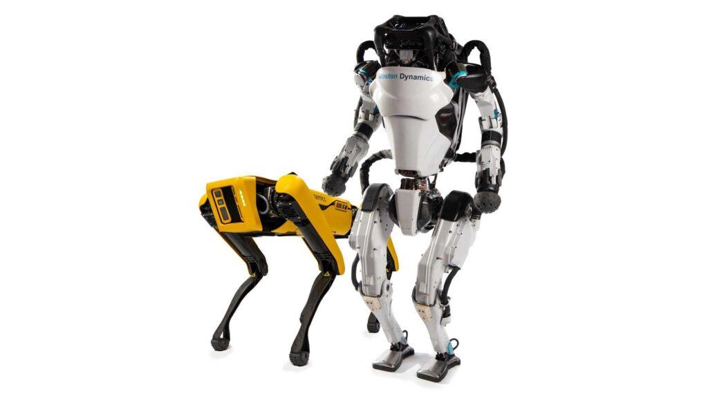 Так, автомобильная компания Hyundai сможет использовать опытных инженеров и имеющиеся технологии Boston Dynamics для активного развития своей системы автопилотирования