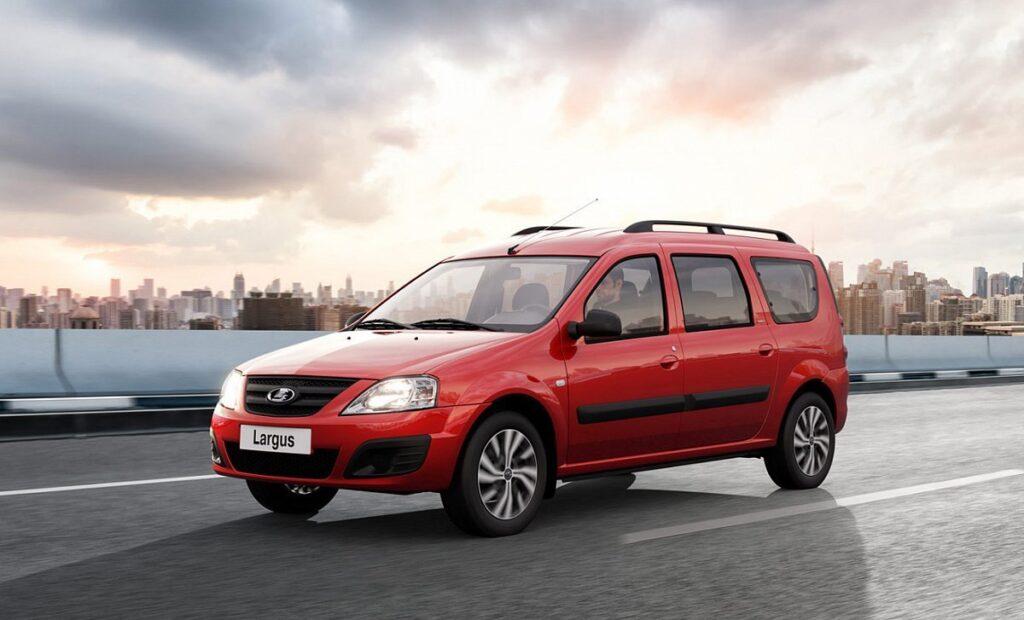 Тем временем на АвтоВАЗе собираются выпустить обновленную версию текущей Lada Largus