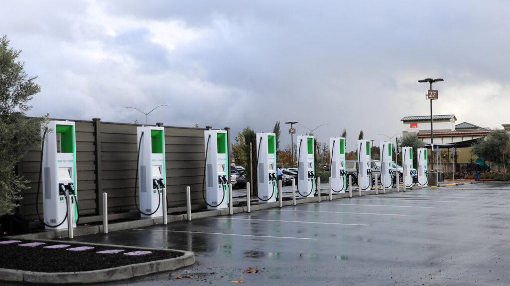 В Израиле уже через пять лет возникнет потребность в около десяти тысяч зарядных терминалов, а в конце 10-летия данная потребность увеличиться до нескольких сотен тысяч