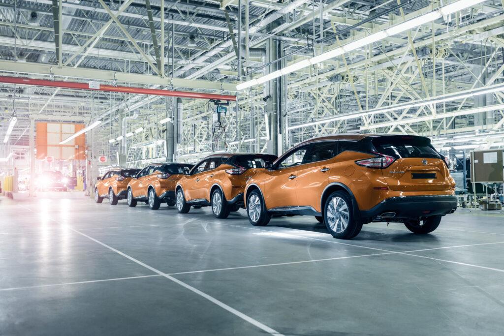 Есть отличия в ценовом сегменте, премиальными автомобилями опять же в среднем владеют порядка четырех лет