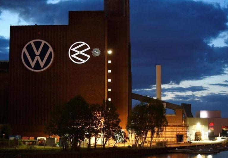 Volkswagen возобновил производство на своем ведущем заводе в Германии