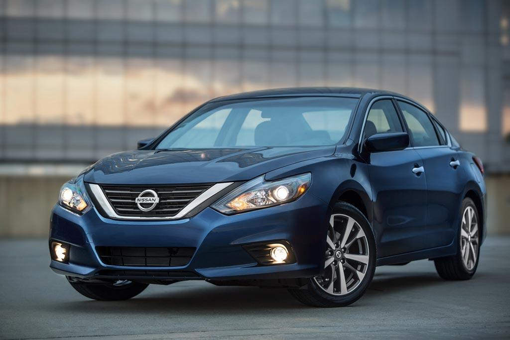 Большой отзыв Nissan из-за произвольно открывающихся капотов