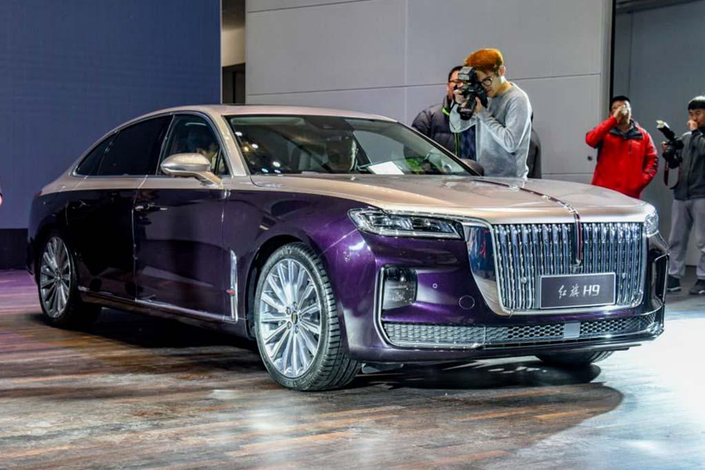 На сегодняшний день ведущей моделью марки Hongqi считается седан Р9, его нередко сравнивают с российским Aurus Senat