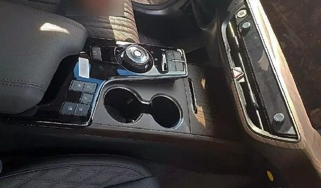 Появились фото интерьера нового седана Kia K8
