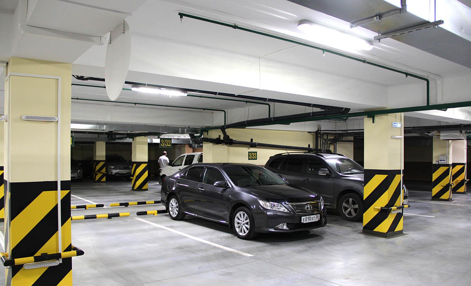 Стала известна средняя цена машино-места на паркинге в Москве