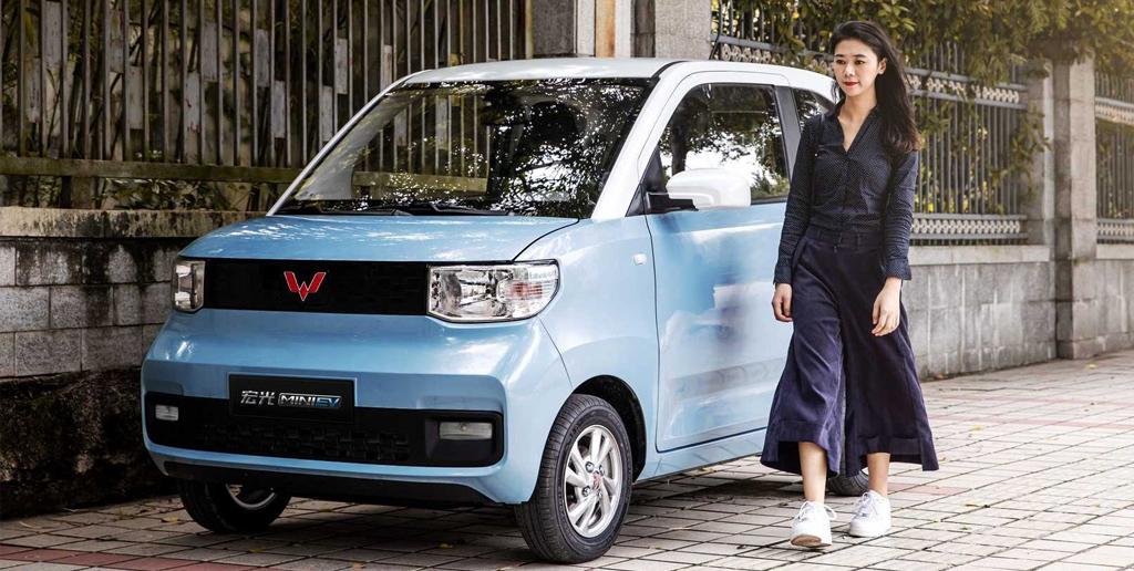 Электромобиль Hong Guang Mini EV продолжает пользоваться ажиотажным спросом в Китае