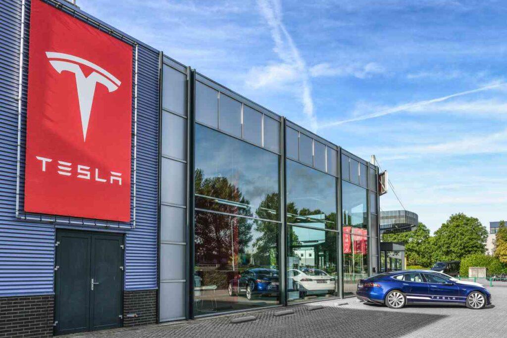 На этой неделе стоимость единицы акции компании Tesla стала стоить больше 2 000 долларов