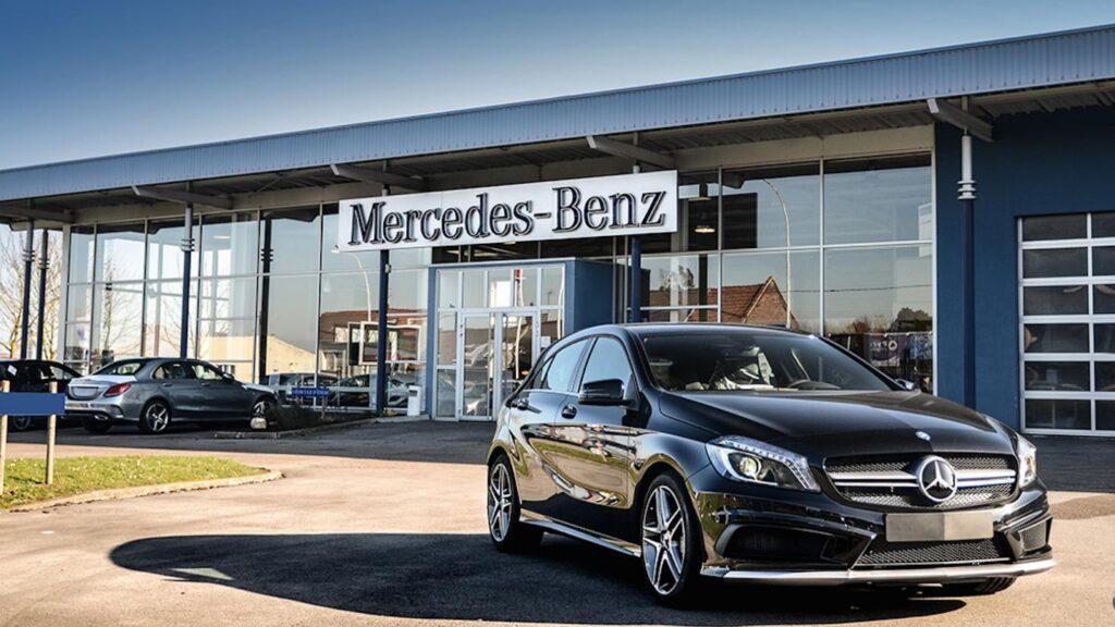 Второе место среди автоконцернов и сразу за Тойотой на восьмом общем месте идет немецкий Mercedes-Benz с капитализацией в почти 49.3 миллиарда долларов