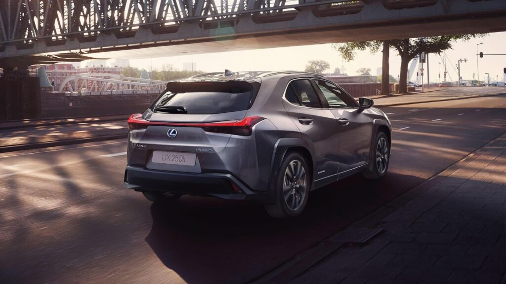 Lexus UX, вид сзади