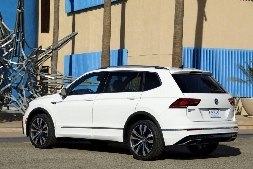 Volkswagen Tiguan, вид сзади