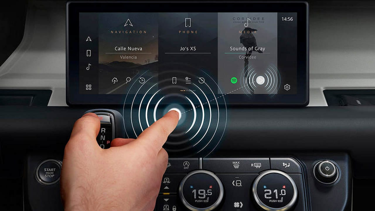 Jaguar разработали «беcконтактный дисплей» для противодействия короновирусу